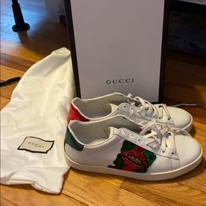 Shoes - Gucci Ace Lip sneakers